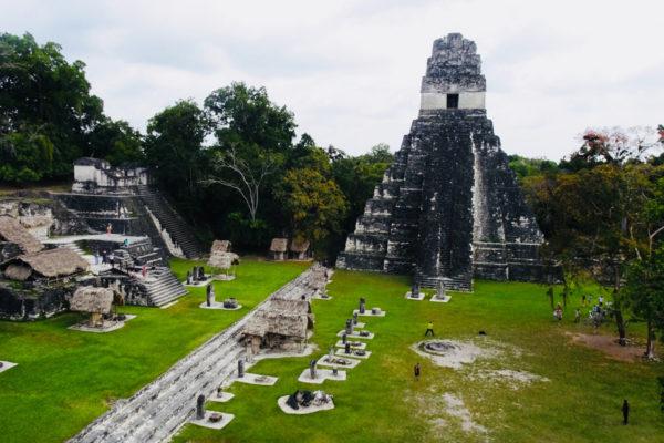 Travel-Designer-Reisverhalen-Op-reis-met-Jaimie-Quatemala-en-belize-Plein-Maya-Tempel