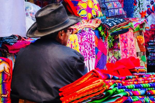 Travel-Designer-Reisverhalen-Op-reis-met-Jaimie-Kleurrijke-Markt